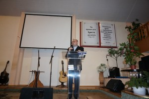 Rev._Mark_Bazalev_speaking_at_the_Gephsemany_church